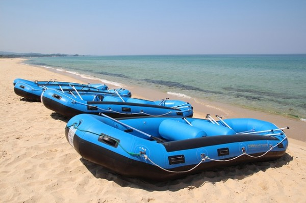 Chinese online platform Alibaba is selling inflatable 'refugee boats.' (Pixabay)