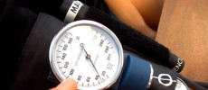 A person is manually measuring a blood pressure.